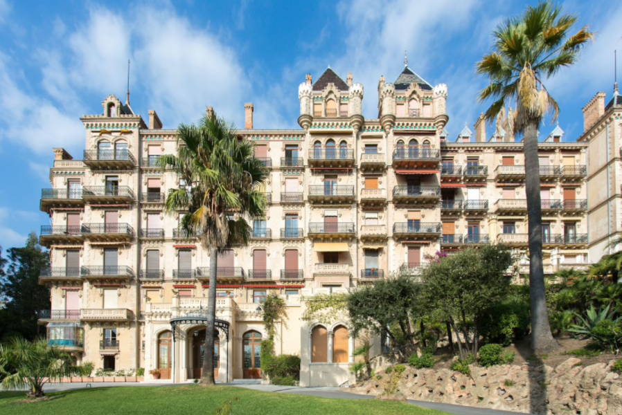 Amazing apartment with sea views for rent in Cannes center. Beautiful, modern apartment situated in Chateau Vallombrosa, close to Palais de Festival and sea. Amazing accommodation in Cannes, French Riviera