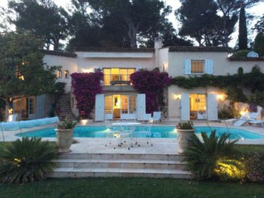 Luxury villa with large swimming pool in Biot, France for monthly rent